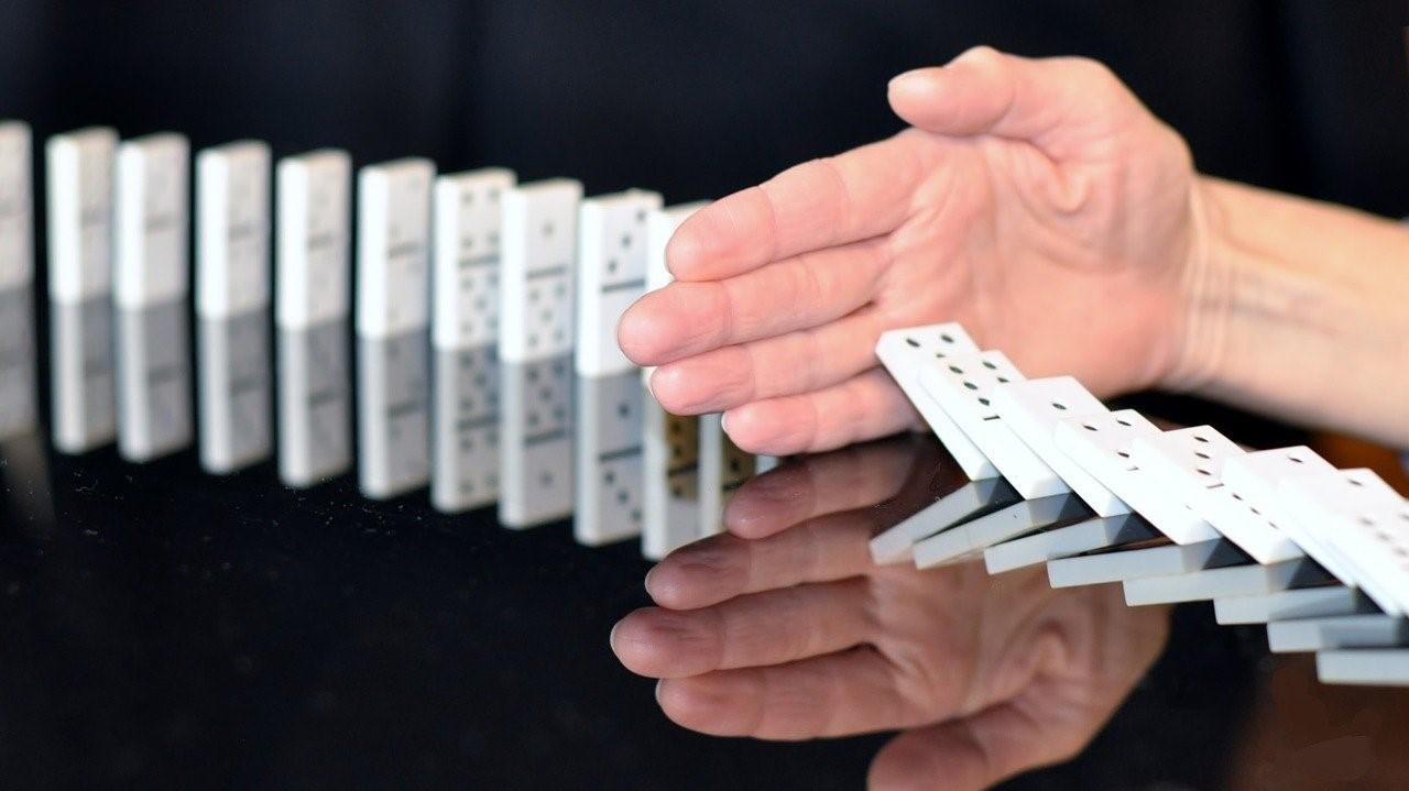 dominoes hand dominos